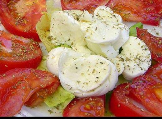 salata-s-domati-i-mocarela