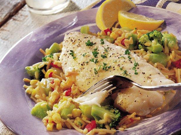 Риба с ориз и зеленчуци