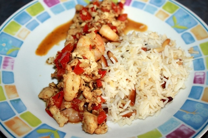 Рибено рагу с оризови топки