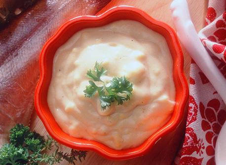 Бял рибен сос с яйца