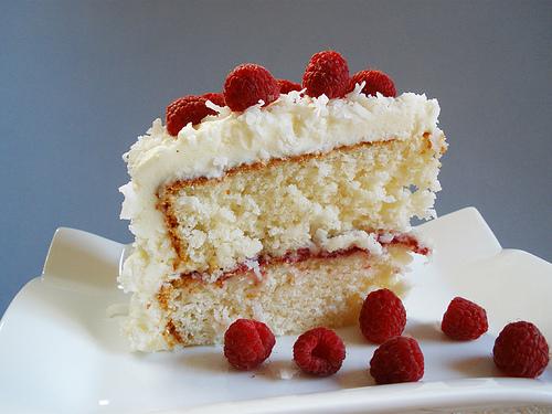 Торта с малинов сняг